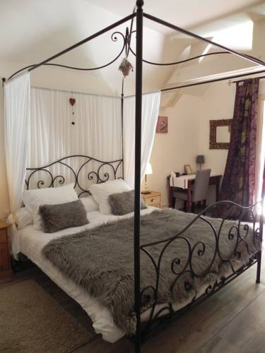 Le Moulin du Porteil : Bed and Breakfast near Audrix
