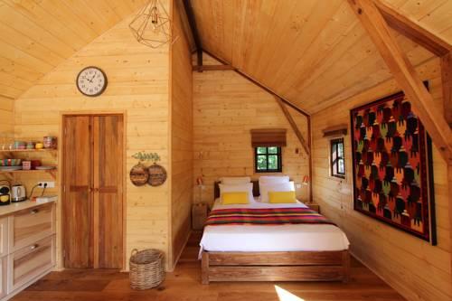 Cabane Rouge-Gorge : Guest accommodation near Bars