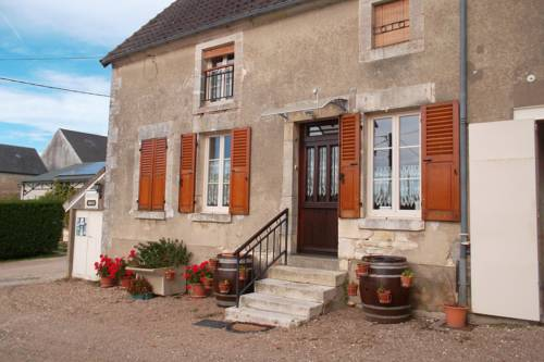 Armalou : Bed and Breakfast near Donzy