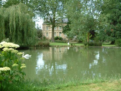 Château du Beugnon : Bed and Breakfast near Luigné