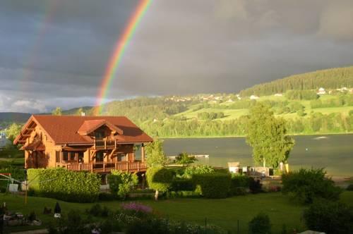 Chalet du Lac : Guest accommodation near Montperreux