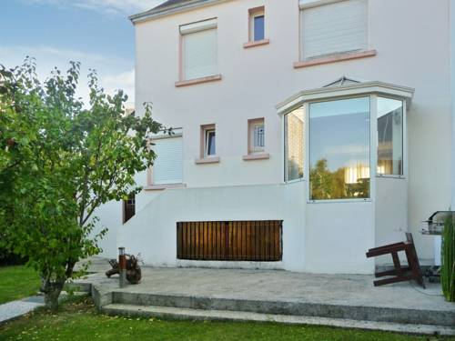 Holiday Home Rue Leon Blum : Guest accommodation near Lanester