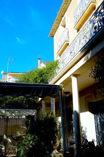 15 Grand Rue : Bed and Breakfast near Alignan-du-Vent