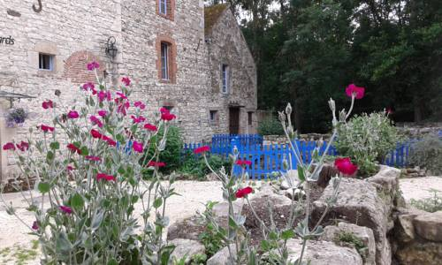 Le Moulin des Valignards : Bed and Breakfast near Bellenaves