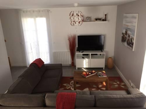 koechi : Apartment near Montry