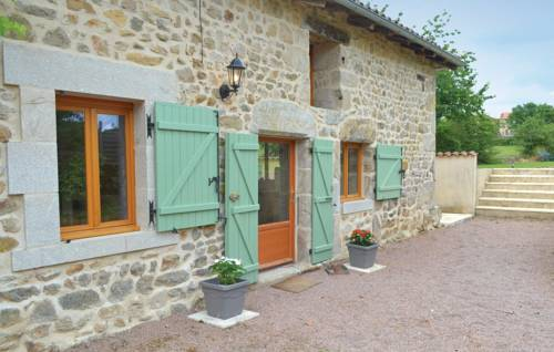 Three-Bedroom Holiday Home in Champniers et Reilhac : Guest accommodation near Augignac