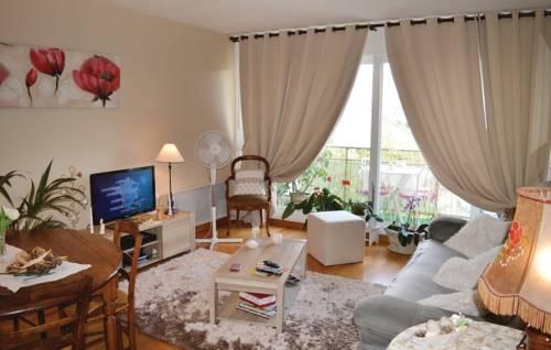 Studio Apartment in Perigueux : Apartment near Atur