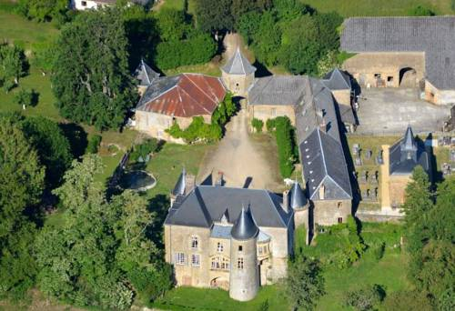 Château de Villette Monument Historique : Guest accommodation near Angecourt