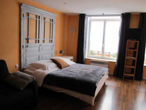 Chambres du Petit Bois : Bed and Breakfast near La Grandville