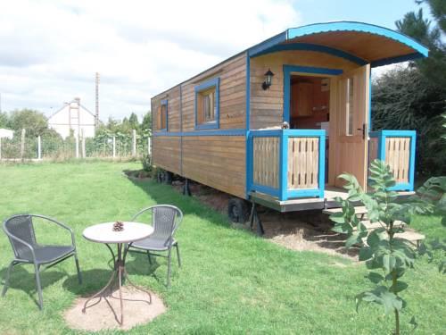 Roulotte du Preamont : Guest accommodation near La Ferté-Frênel