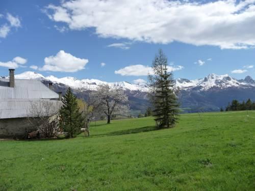 Gîte d'Etape Auberge de l'Ardoisière : Guest accommodation near Larche