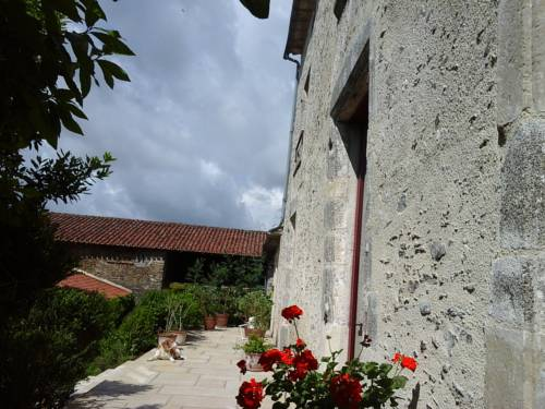 La Tour des Laudes : Bed and Breakfast near Saint-Pierre-du-Chemin