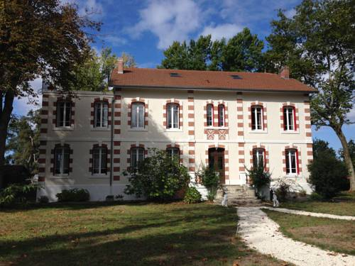 Le Domaine de Lugazaut : Bed and Breakfast near Allons