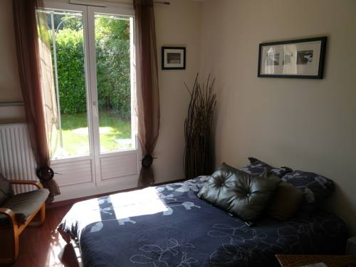 Chambre cosy - Servon : Guest accommodation near Boussy-Saint-Antoine