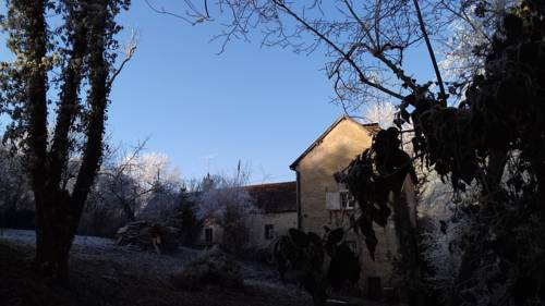 Domaine Pastel : Bed and Breakfast near Châtel-de-Neuvre