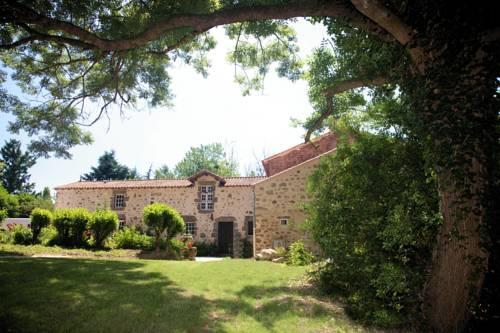 Le Gîte du Vieux Château : Guest accommodation near La Roche-sur-Yon