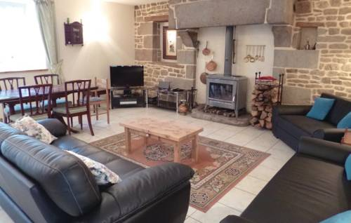 Five-Bedroom Holiday Home in Roullours : Guest accommodation near Tinchebray
