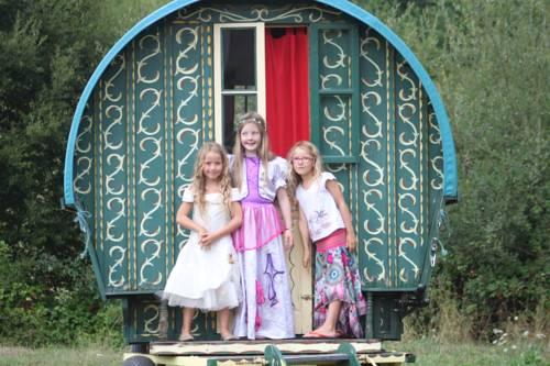 La Roulotte de la Maison du Bonheur : Guest accommodation near Anlhiac