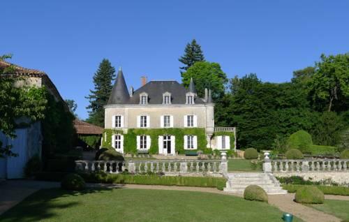 Chambres d'hôtes Château de Lannet : Bed and Breakfast near Nontron