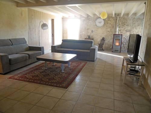 Maison de campagne : Guest accommodation near Boé