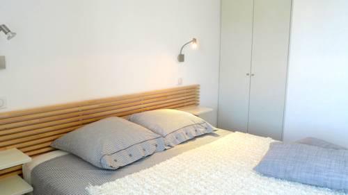 Les Halles 3 : Apartment near La Rochelle