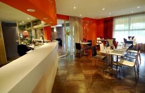 Hôtel-Restaurant Le Luron : Hotel near Mollans