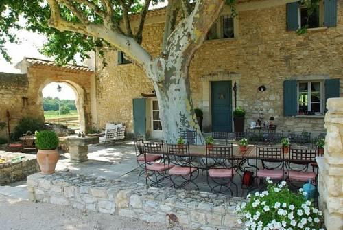 Hotel le beaucet hotels near le beaucet 84210 france for Restaurant le beaucet