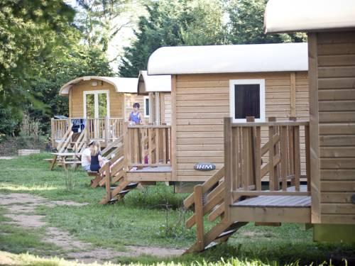 Camping de Lyon : Guest accommodation near Dardilly