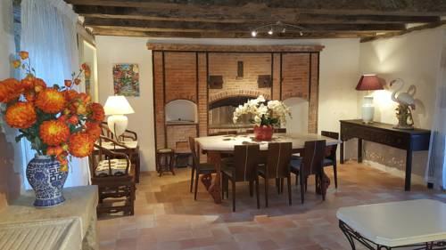 Maison Carre : Guest accommodation near Azerat