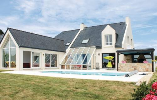 Four-Bedroom Holiday Home in Plougonvelin : Guest accommodation near Plouzané