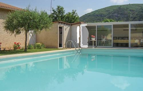 Two-Bedroom Holiday Home in Boulbon : Guest accommodation near Saint-Pierre-de-Mézoargues