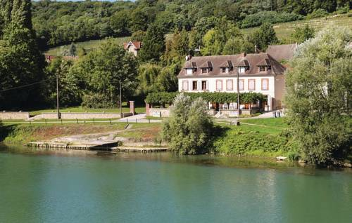 Three-Bedroom Holiday Home in Jaulgonne : Guest accommodation near Fère-en-Tardenois