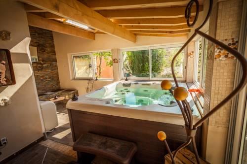 Le Jardin aux Sources : Guest accommodation near Agonès