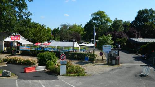 Camping Les Peupliers : Guest accommodation near Larçay