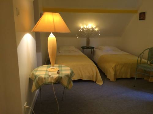 Logis de la Paqueraie : Bed and Breakfast near Truyes