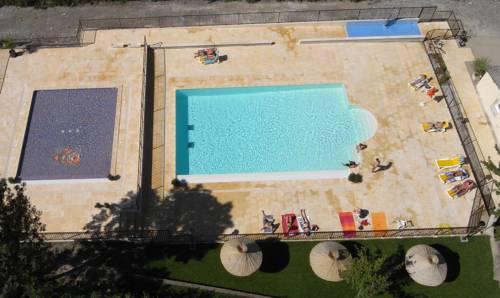 Camping Les Eaux Chaudes : Resort near La Robine-sur-Galabre