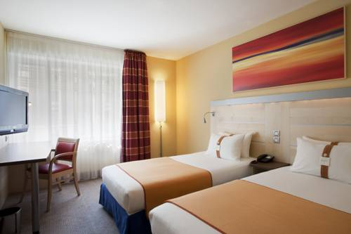 Holiday Inn Express Paris-Canal De La Villette : Hotel near Aubervilliers