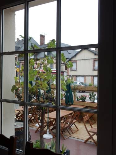 Hôtel Restaurant Le Paradis : Hotel near Saint-Evroult-Notre-Dame-du-Bois