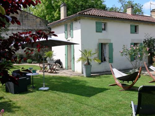 Olive Tree Cottage : Guest accommodation near Saint-Seurin-de-Prats