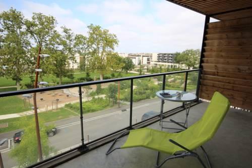 Moderne T2 avec balcon et parking : Apartment near Montrabé