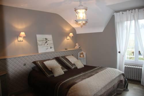Le poirier : Bed and Breakfast near Anctoville-sur-Boscq