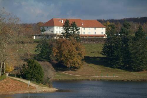 Hotel La Tour Blanche : Hotel near Le Chalard