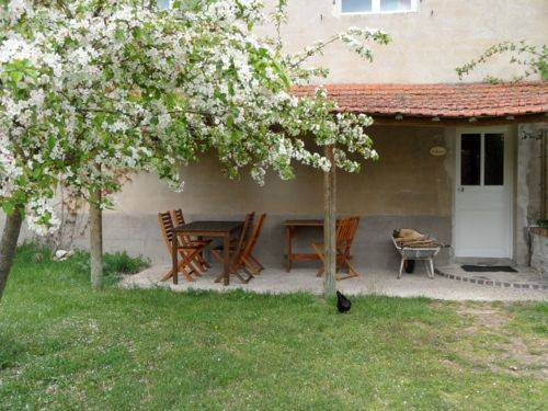 Domaine du Bourg Gites : Guest accommodation near Montambert
