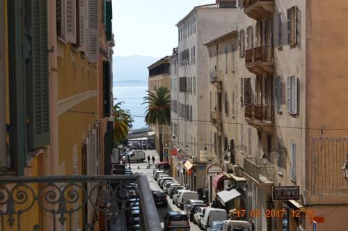 200m plage et centre historique : Hotel near Corse-du-Sud