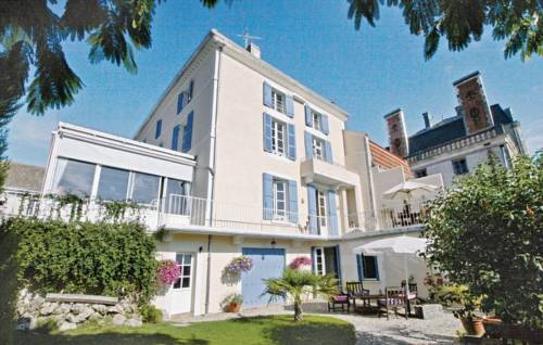 Holiday Home La Maison Des Beaux Arts : Guest accommodation near Nontron