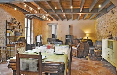 Holiday Home Sainte Alvere Rue De La Republic : Guest accommodation near Sainte-Alvère