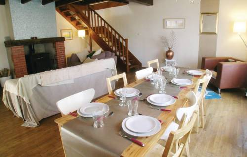 Holiday Home La Bourtiere : Guest accommodation near La Chapelle-Thireuil