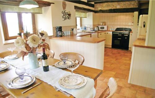 Holiday home Bourneix H-900 : Guest accommodation near Le Chalard