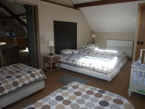 Ferme de Montecouvez : Bed and Breakfast near Le Catelet