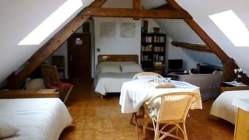 La Maison de Printemps : Bed and Breakfast near Autheuil